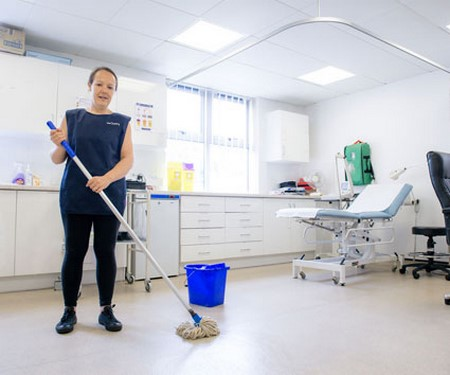 Nettoyage dans le secteur de la santé (hôpitaux, etc.)